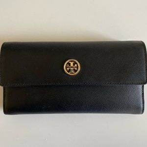 BARELY USED SAFFRON TORY BURCH TRI-FOLD WALLET